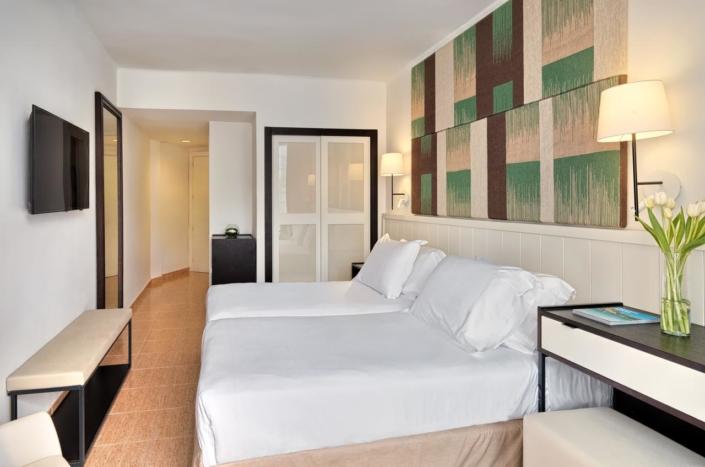 H10 Hotel Santa Ponsa - Bedrooms