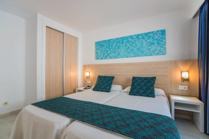 Aparthotel Holiday Centre in Santa Ponsa - Rooms